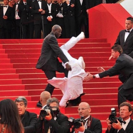 someone fell down the stairs at the met gala